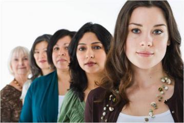 femmes dans une rangee